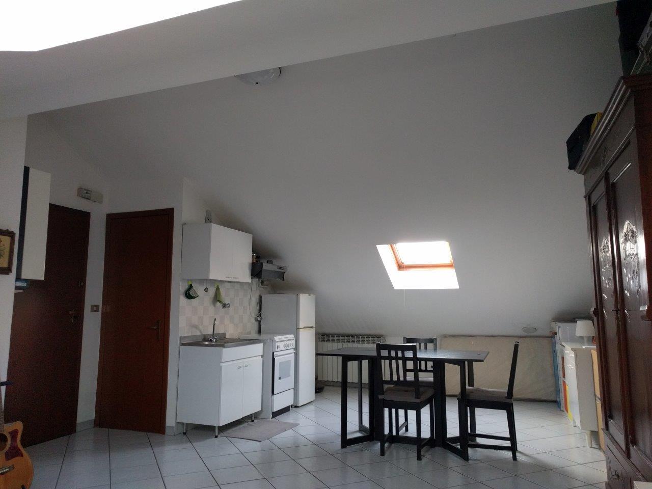 Tonus immobiliare rif 153 monolocale mansardato via n for Monolocale arredato torino